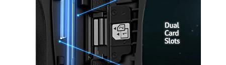 Deux fentes pour carte mémoire CF/SD